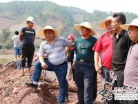 县领导到镇沅县考察河道治理工程