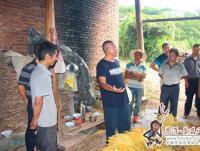 县人大常委会领导到曼等调研烤烟和教育工作