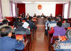 县十七届人大常委会第九次会议召开